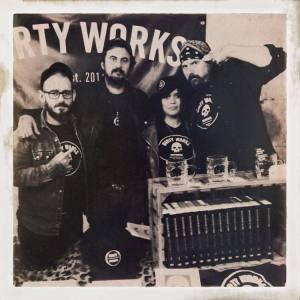 El equipo de DW. Fuente www.dirtyworks.com
