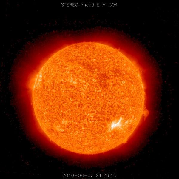 El Sol con una pequeña tormenta solar en su lado derecho. A diferencia de ésta, la columna de fuego que produjo el efecto Carrington salió despedido cientos de kilómetros hacia el espacio. Fuente: NASA