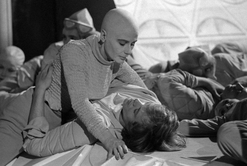 Vashti y Kuno hacia el final de la novela, tal como fue emitido en la televisión británica en 1966. Fuente: http://www.bfi.org.uk/